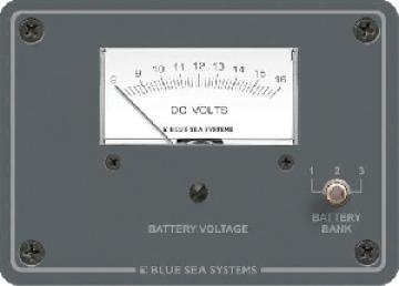 D.C. Analog voltmetre. Birden fazla akü için 3 pozisyonlu switch´e sahiptir. 95x133mm.