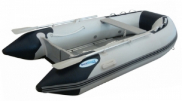 SeaMaxx Ahşap tabanlı şişme bot.